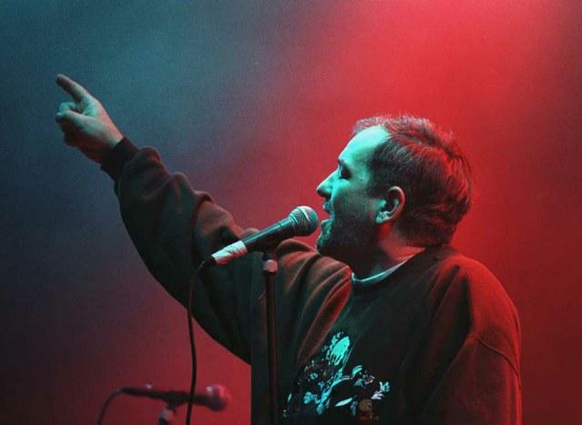 Đorđe Balašević održao je jedan od legendarnih nastupa na koncertu za Srpsku novu 1997. godinu. Fotografija: Janis Berakis
