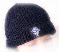 """Za marš """"Mi pravimo put"""" proizvedene su i vunene kape sa logom Otpora."""